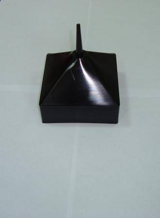Заглушка пластиковая наружная 100×100 пирамида